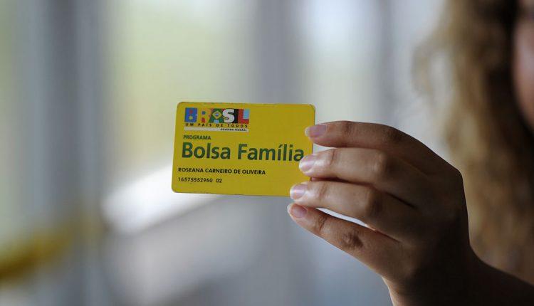 Governo desiste de Renda Cidadã e Bolsa Família poderá ser ampliado em 2021.