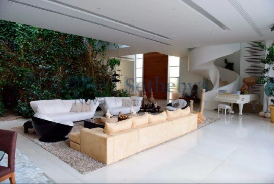 Mansão da Xuxa foi anunciada para venda no valor de R$ 45 milhões
