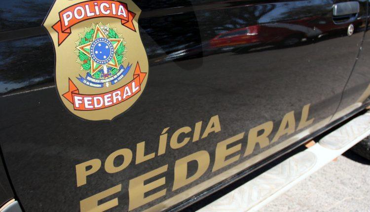 Concurso Polícia Federal: enquadramento na lateral de viatura da PF
