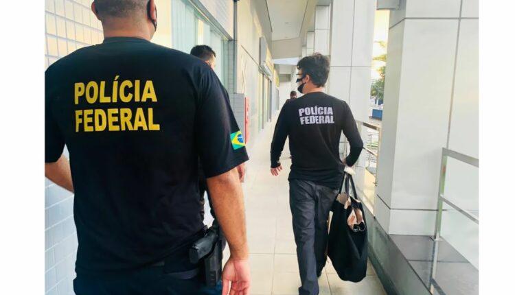 Concurso Polícia Federal: agentes andam com malas nas mãos