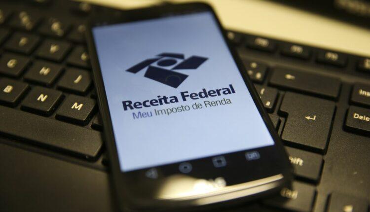 PAC/PJ: celular com página aberta da Receita Federal